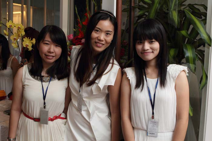 Yii Ching, Jolene and Christine from registration and usher of press team