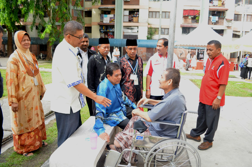 YB Dato' Seri Dr. Hilmi bin Haji Yahaya stopping by to greet one of the EMPOWERED's participants