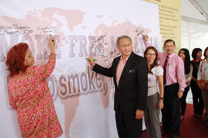 Our guest of honor pledging to a smoke free Malaysia